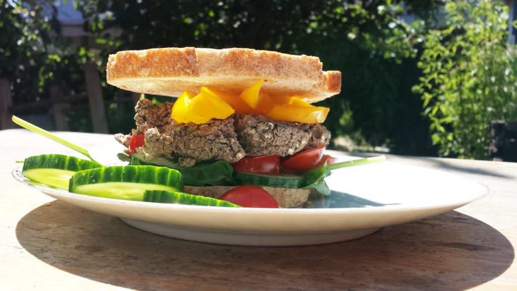 Gezond eten. Vegan recepten zonder olie. Zwarte bonen burger.